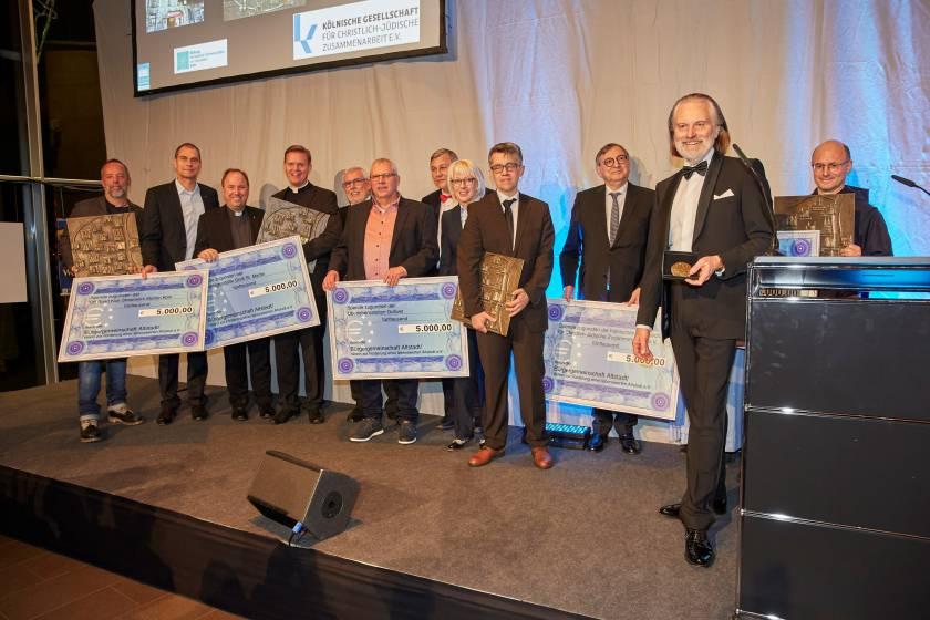 Gemeinschaftliche Ehrung der bisherigen fünf Altstadtpreisträger des Schaffermahls im Rahmen der Jubiläumsgala 2019 (s.a. Veranstaltungen/Gala)